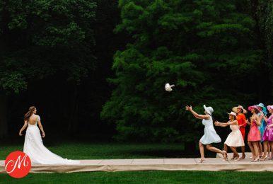 Wie vangt het bruidsboeket?
